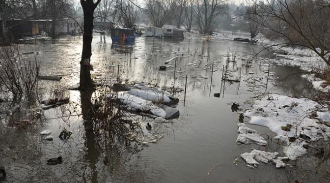 Průběh povodní v osadě v Dolních Černošicích leden 2011